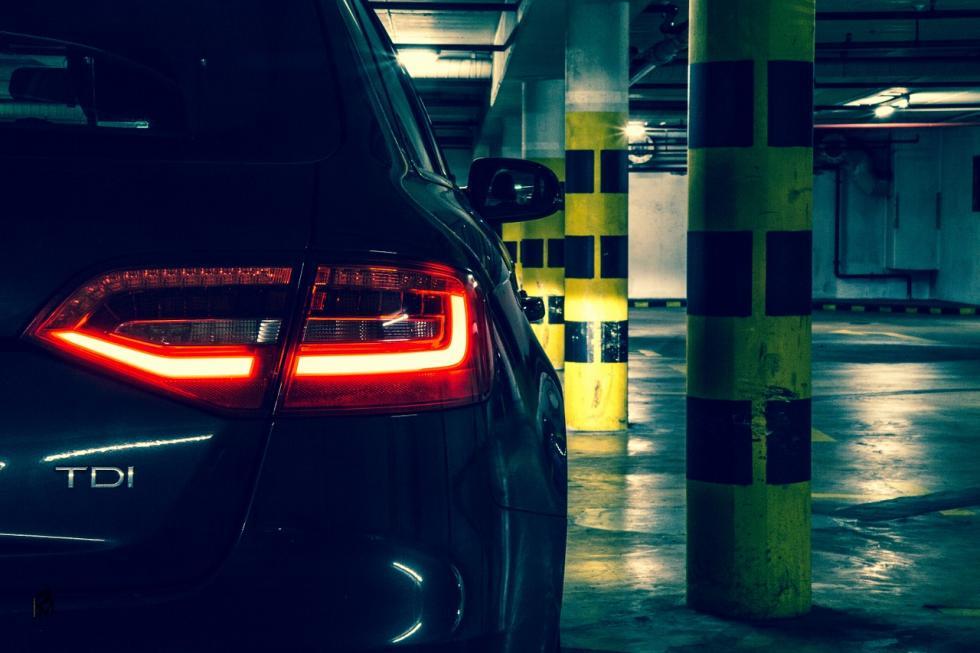 Jaki wybrać prostownik samochodowy zrozruchem?