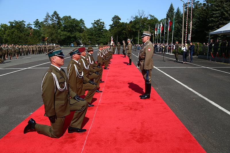 Promocja na pierwszy stopień oficerski absolwentów Akademii Wojsk Lądowych